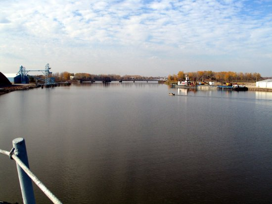Saginaw Valley Naval Ship Museum: Saginaw River from the Edson in the fall