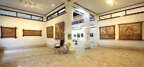 Agung Rai Museum Of Art (ARMA): Interior Museum Bale Daja