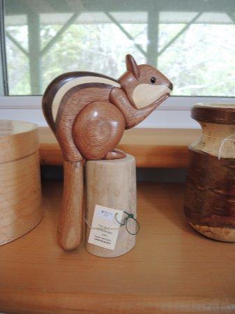 Woodsmiths Studio: Chipmunk carving