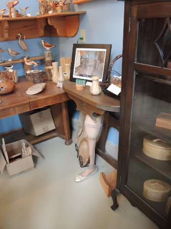 Woodsmiths Studio: Check out the leg on that table!