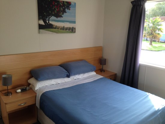Whanganui River Top 10 Holiday Park: Serviced Self-Contained Units with river views