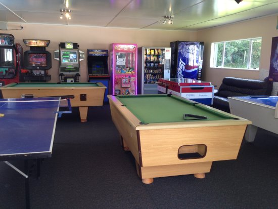 Whanganui River Top 10 Holiday Park: Indoor Games Room - Hours of fun!