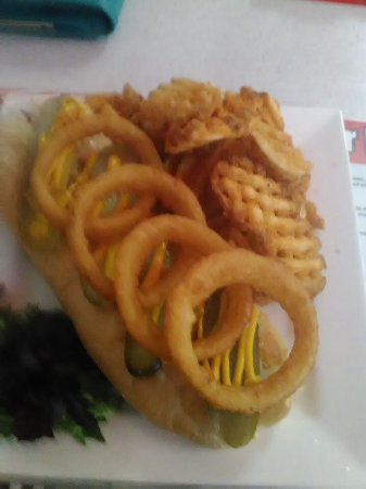 Gatton, Australië: Waffle frys and onion rings with hot dogs