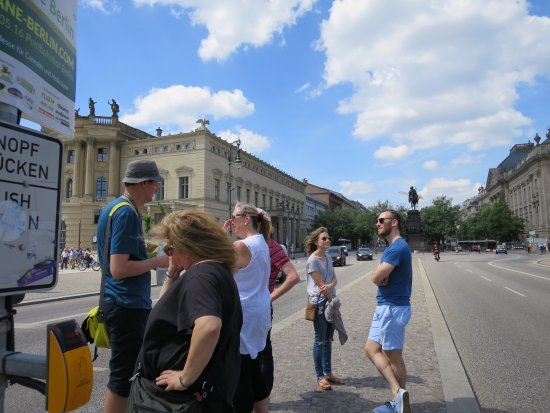 Insider Tour Berlin: BArnaby in the hat