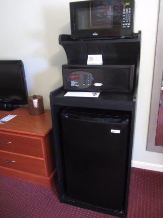 BEST WESTERN Acadia Park Inn: Microwave, safe, fridge
