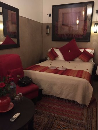 Riad l'Orangeraie: Beautifully appointed room