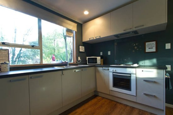 Haka Lodge Christchurch: Fully Equipped Kitchen