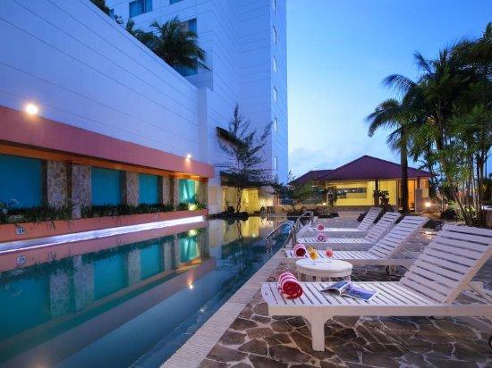 Allium Batam Hotel: Swimmingpool