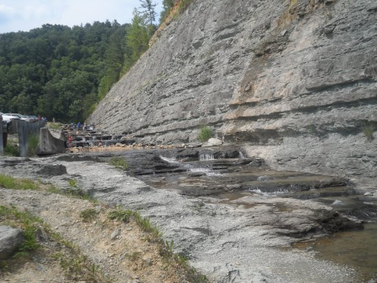Beattyville, Kentucky: the waterfall with swimming hole at the bottom