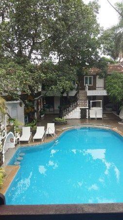 Anjuna, India: Pool area