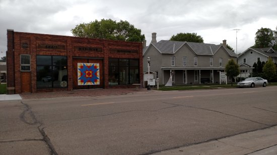 Cozad, NE: A picture of the 100th Meridian Museum with its new barn quilt.