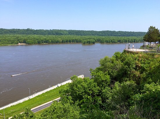 Eagle Point Park: Overlooking the Mississippi from the bluff