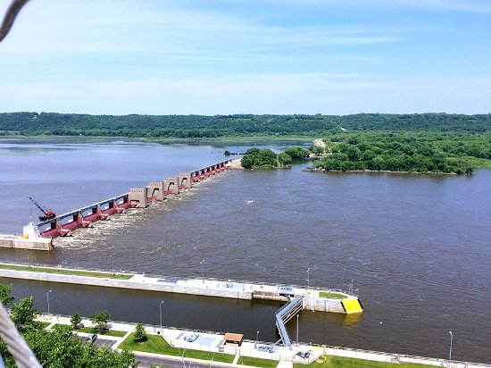 Eagle Point Park: The lock & dam on the Mississippi