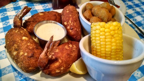 Pantego, Τέξας: Stuffed Shrimp platter w/fried okra and grilled corn