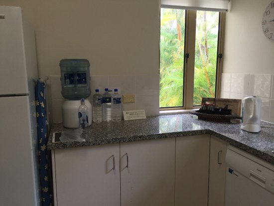 Reflections of Port Douglas: Kitchen 1