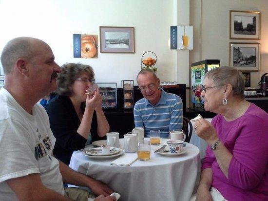 BEST WESTERN PLUS Pioneer Square Hotel: Breakfast room