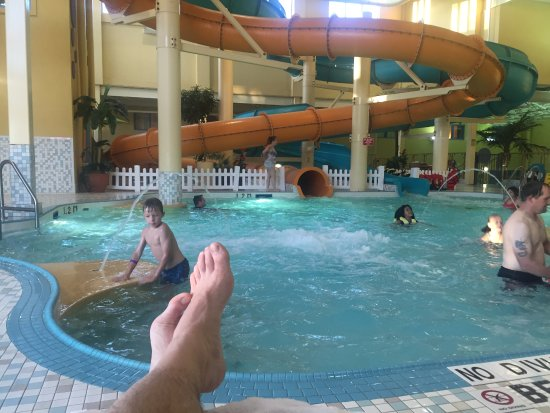 BEST WESTERN PLUS Port O' Call Hotel: The waterpark with two fast slides was a family favourite!