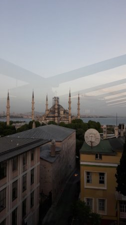 Lady Diana Hotel: Blue mosque view