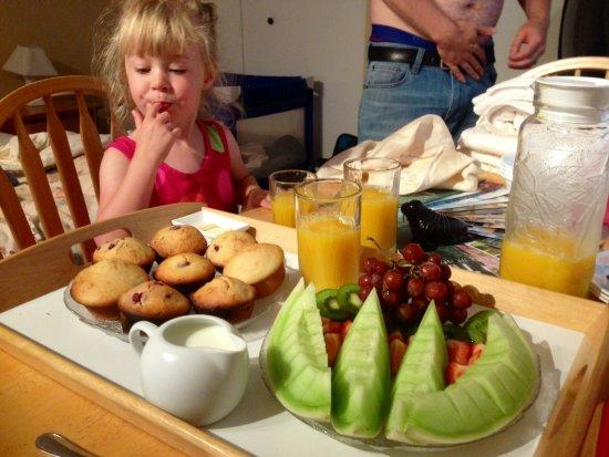 Hummingbird Bed & Breakfast : Breakfast