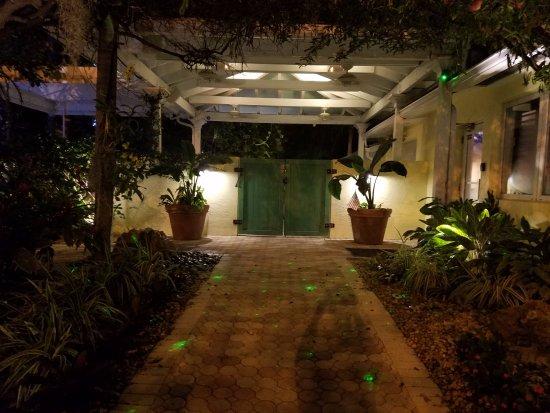 Almond Tree Inn Resmi