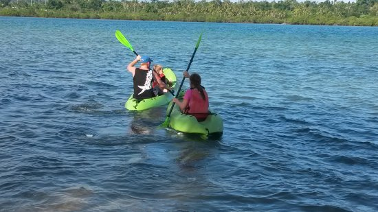 Poppy's on the Lagoon : Lots to do, even canoeing.