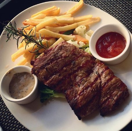 ‪ساذرن صن دار السلام: Room service steak fillet‬