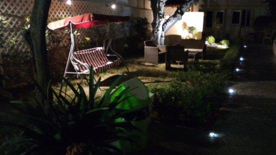 Hotel Sonia: Garden