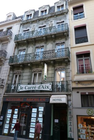 Le Carré d'Aix : Street view of the hotel