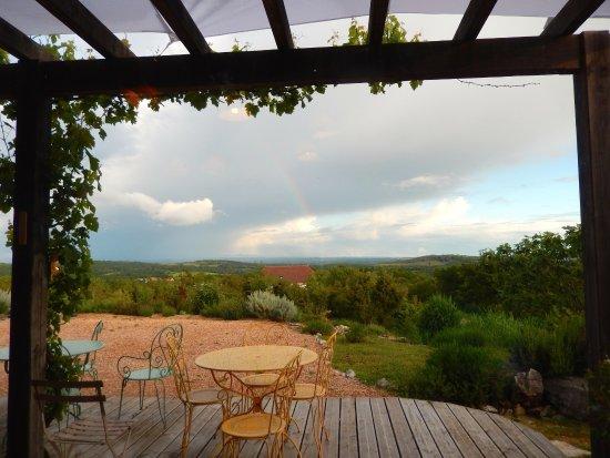 Grealou, Francia: Veranda... con Arcobaleno!!!