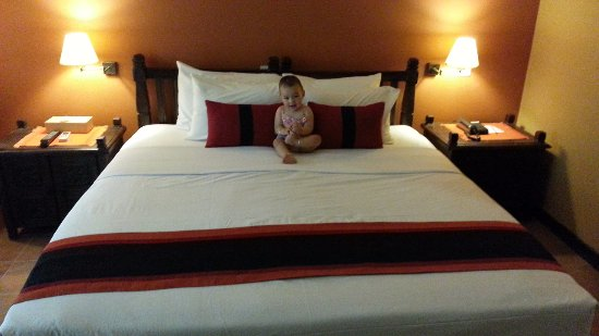 ‪‪Temple Tree Resort & Spa‬: My little one enjoying the bed‬