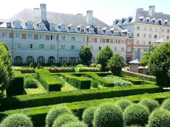 Vienna House Dream Castle Paris: 20160623_132804_large.jpg