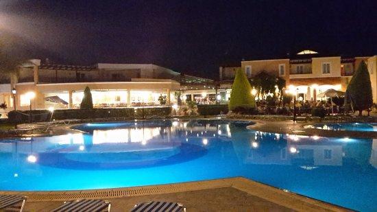 Chrispy World: grande piscine la nuit