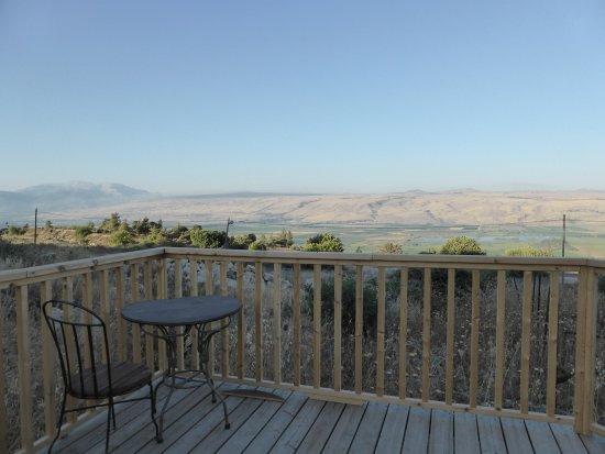 Ramot Naftali, Israel: נוף מהטרסה של הג'קוזי בחצר