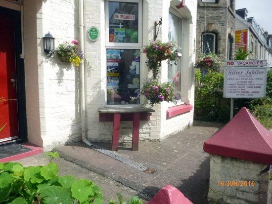 The Silver Jubilee: Front Garden