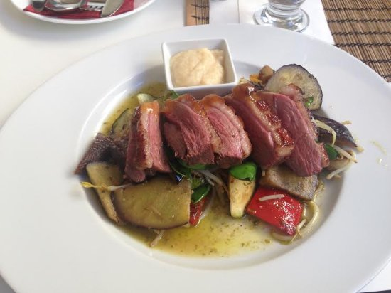Café Intenzo: Duck breast with antipasti vegetables