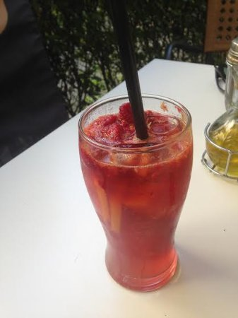 Café Intenzo: Raspberry limonade