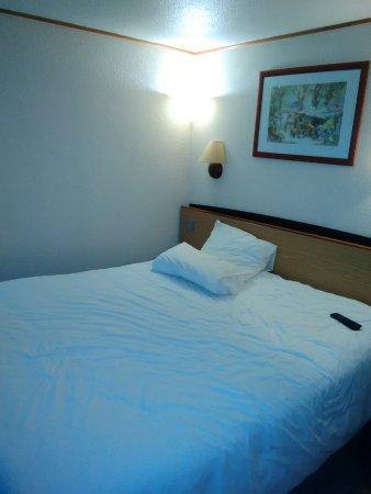 Maxeville, Франция: tres bon lit