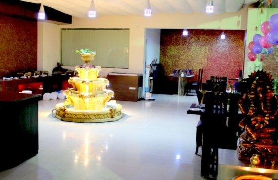 Hotel Savi Regency: Roof top Lounge