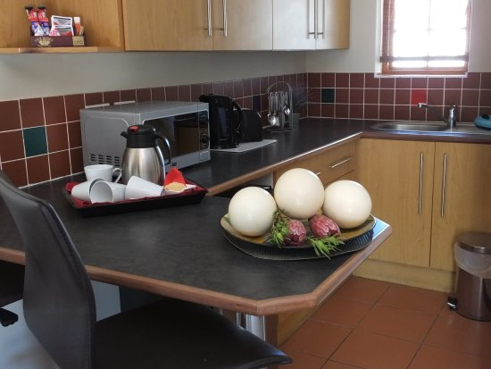 Cape Flame Guest House: Self Catering Business Suite 11