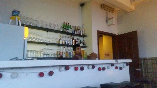 صوريا موريا بوتيك هوتل: Bartender :-)