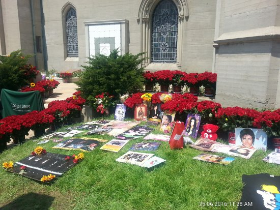 Holy Terrace, Michael Jackson\'s resting place at Forest Lawn, on 6 ...