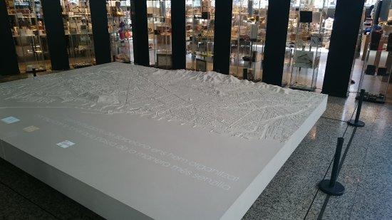 Foto de Colegio de Arquitectos de Cataluña, friso de Picasso (Col ...