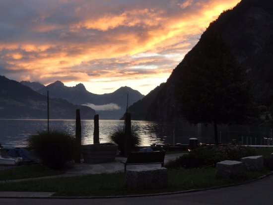 Hotel Restaurant Seehof : Sunset view down the lake from the hotel