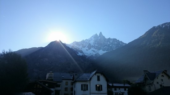 Hotel Les Lanchers: Sunrise over our balcony