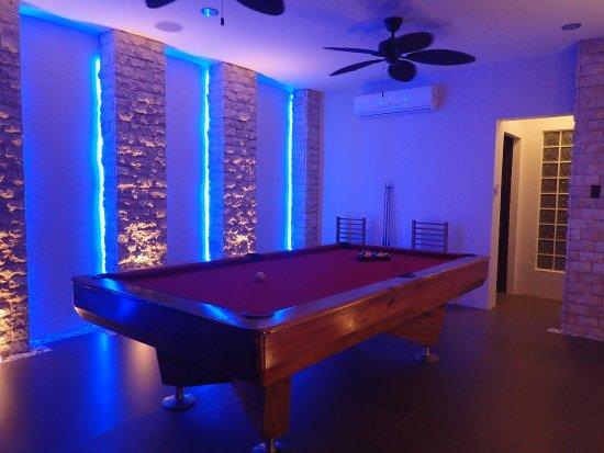 Cohiba Villas: Billiard pool
