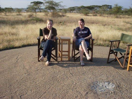 Regio Arusha, Tanzania: mom and I, Ndutu
