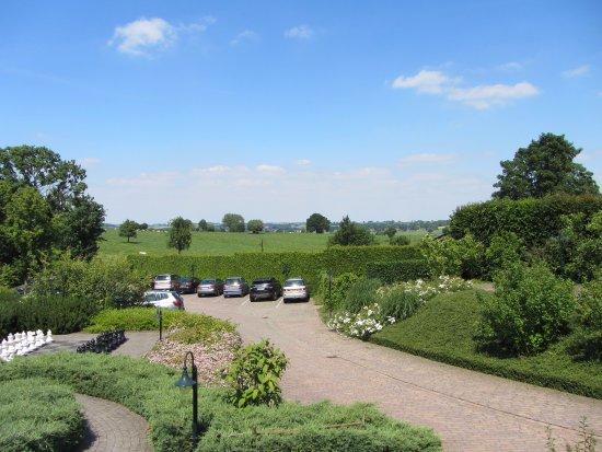 Hotel Berg en Dal: Grote tuin met terrassen.