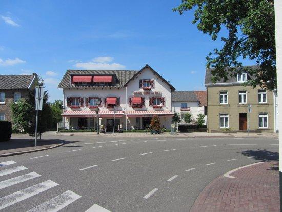 Hotel Berg en Dal: Voorzijde hotel