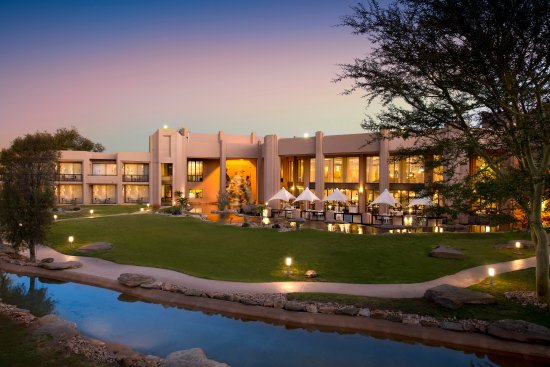 Windhoek Country Club Resort: Hotel Exterior 1
