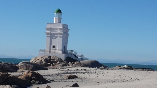 St. Helena Bay, Sudáfrica: Little lighthouse but picturesque with lots of birds